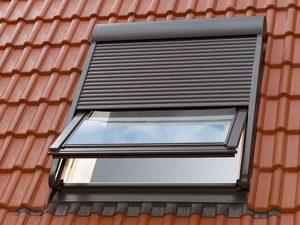 Ako sa brániť efektívne proti teplu? – doplnky ku strešným oknám