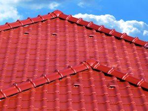 Tradičná pálená škridla ako ideálne riešenie pre každú šikmú strechu
